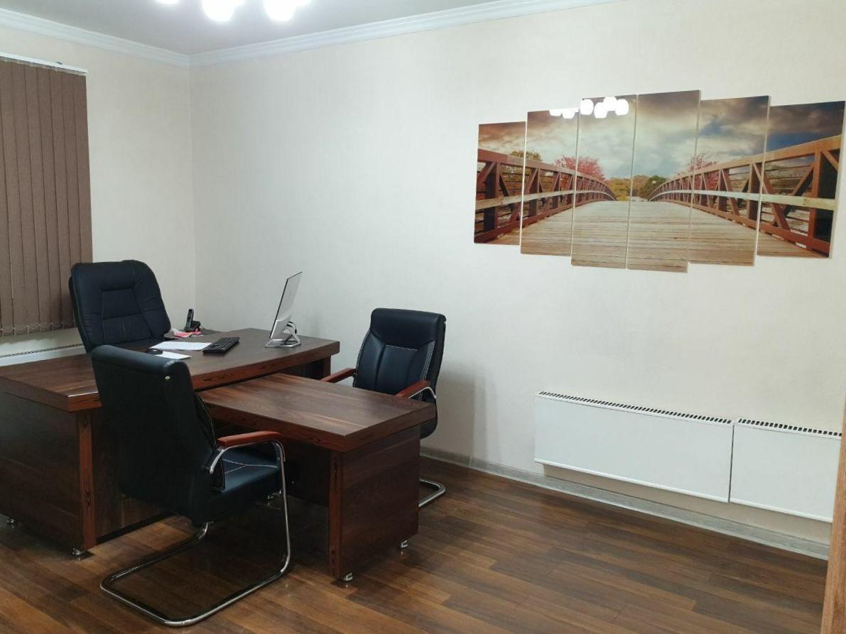 Снять офис 4 комнаты 157 кв.м на ул.Нукусская в Ташкенте